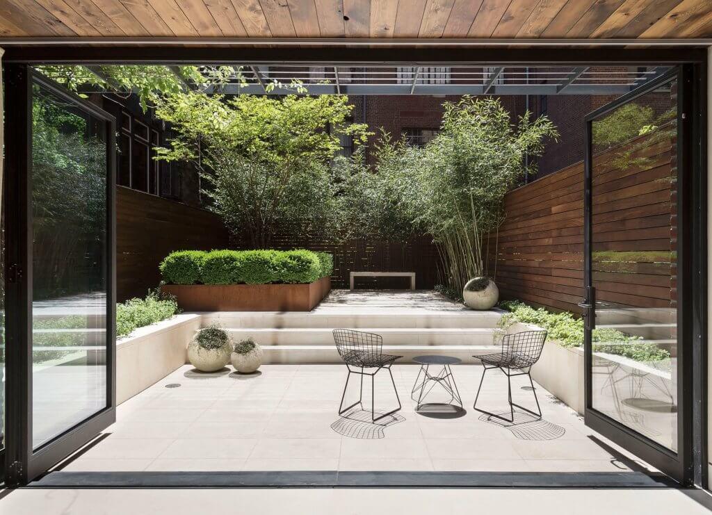 Desain taman minimalis di belakang rumah