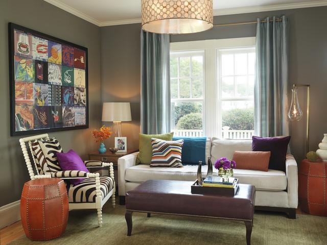 memasukan unsur warna pada ruangan monokrom; penggunaan kain dan tekstil, gorden, sofa berwarna