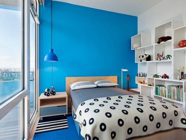 kamar tidur dengan kombinasi warna cat biru dan putih