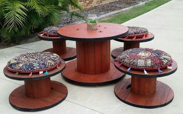 meja kursi dari gulungan kabel bekas
