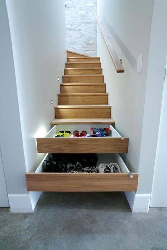tangga dengan penyimpanan