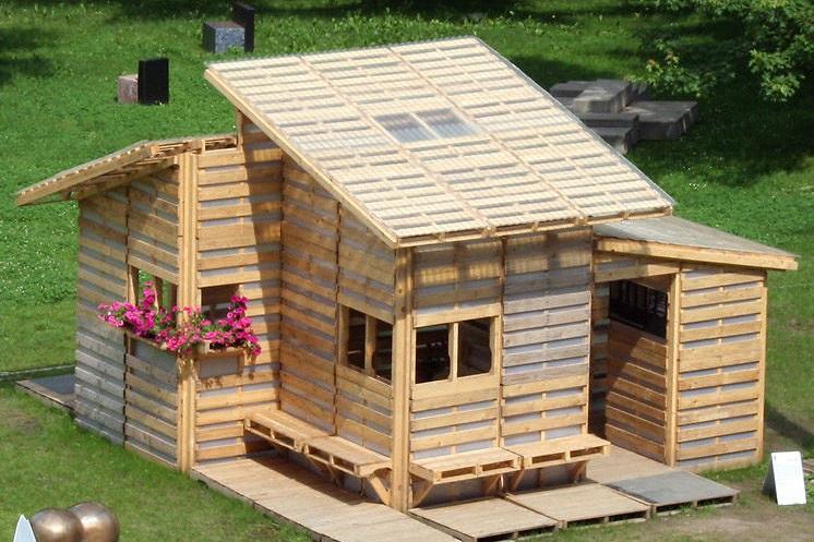 desain rumah unik dari kayu palet