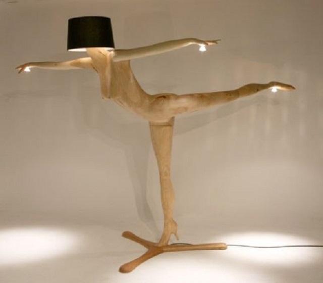 lampu berbentuk perempuan sedang menari