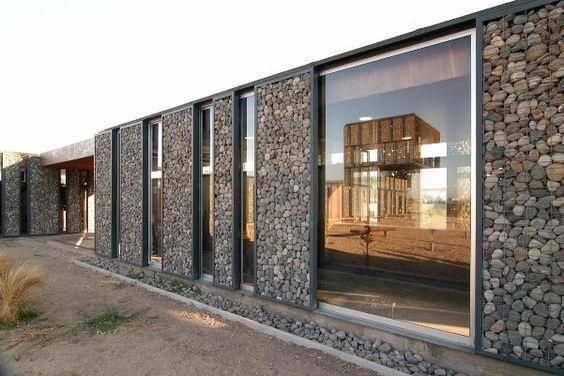 dinding fasad rumah dari batu alam