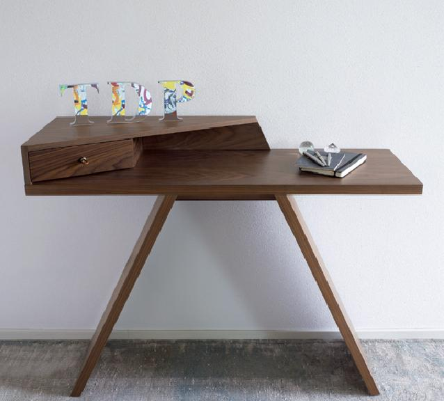 meja konsol atau credenza rancangan Antonello Italia