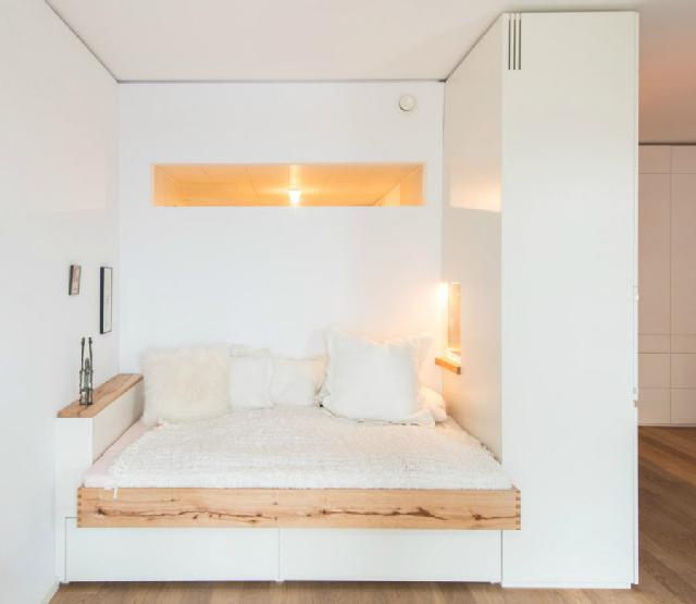 kamar tidur di pojokan
