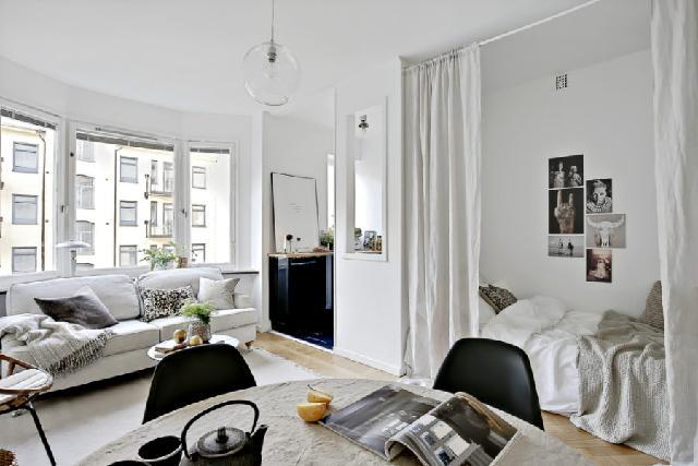 partisi atau sekat ruangan menggunakan tirai