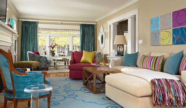dekorasi interior dengan banyak pola dan warna