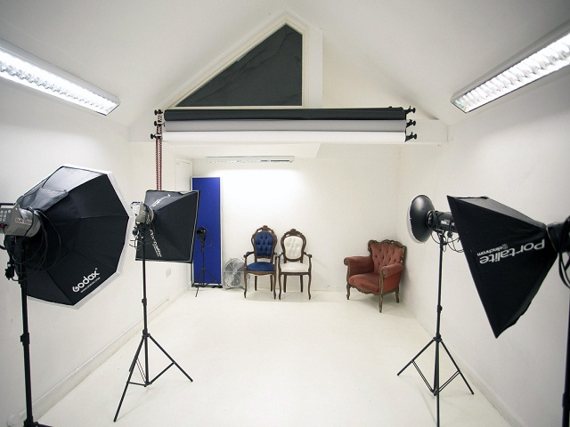 desain studio foto unik dengan dekorasi interior yang