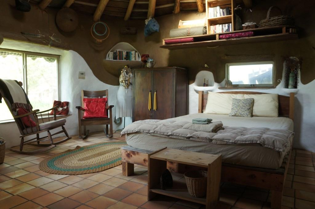 Desain rumah ramah lingkungan; desain kamar tidur rumah modern-cob