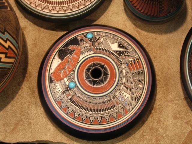 desain ruang tamu ala Indian; navajo pottery