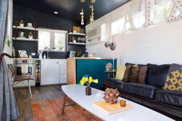 interior ruang tamu rumah kecil