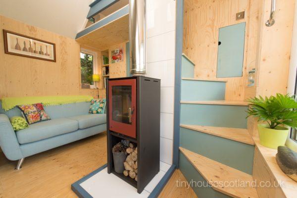 ruang keluarga dan tangga