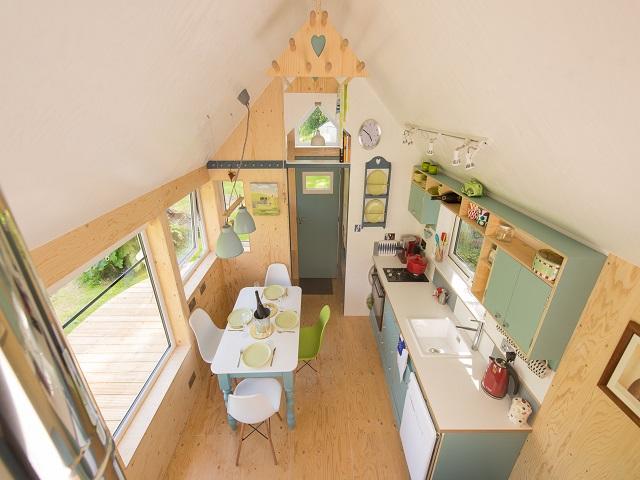 desain rumah kecil yang fungsional; desain interior rumah mungil yang memesona