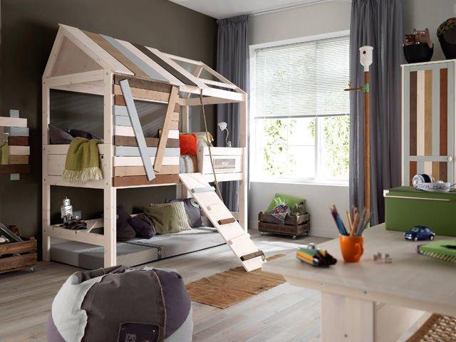 ide desain interior yang unik dan menarik; desain tempat tidur anak menyerupai konsep rumah pohon