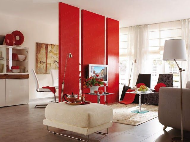 memasukan unsur warna pada ruangan monokrom dengan room divider berwarna