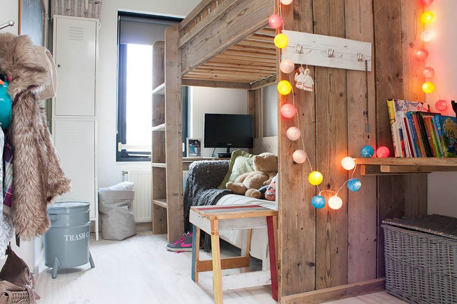 dekorasi interior dengan string lights