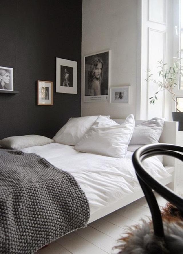 interior kamar tidur kecil; kamar minimalis dengan dinding warna gelap