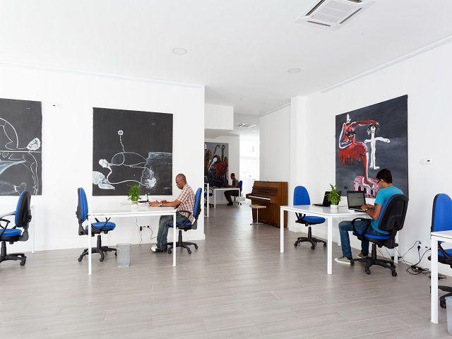 desain ruang kantor kontainer; desain co-working space
