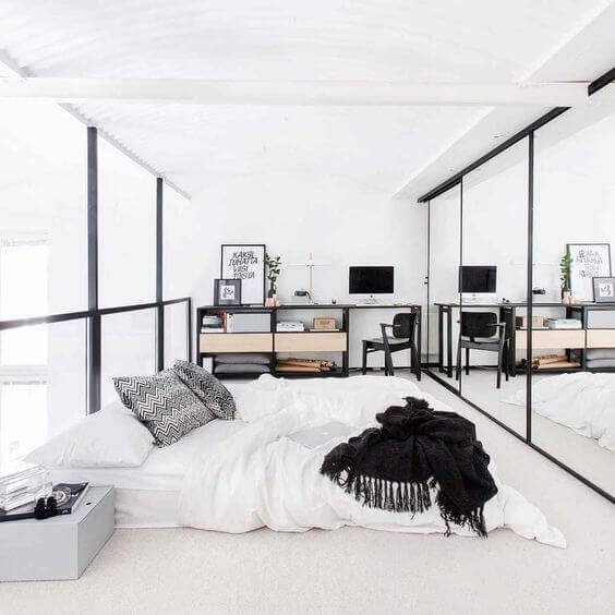 cermin dalam kamar tidur kecil