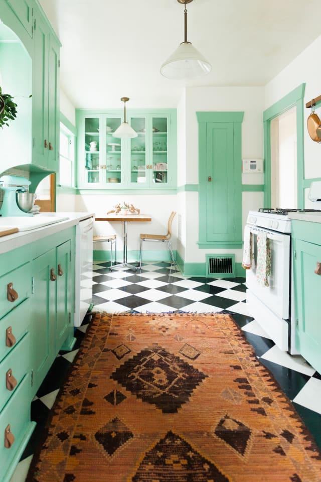 Karpet besar di dapur