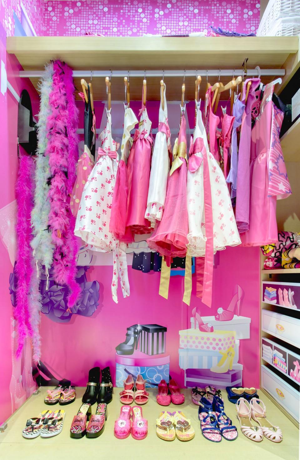 walk in closet ala barbie