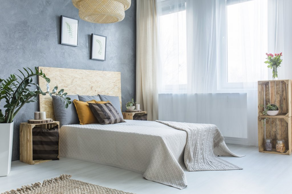 Dekorasi kamar dengan penampilan yang minimalis dan sederhana ala Gina Everett