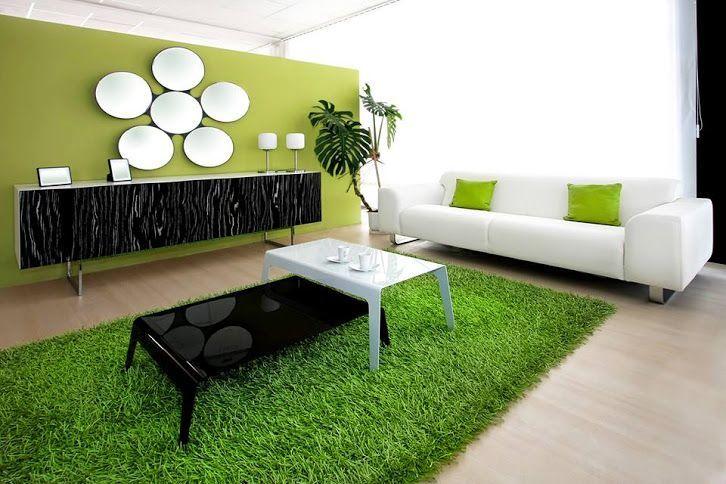 desain interior ruang keluarga dengan gaya modern natural dan dekorasi rumput sintetis