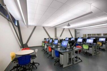 interior lab komputer