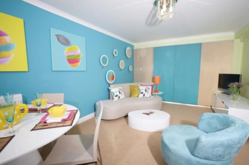 desain ruang keluarga gaya pop art
