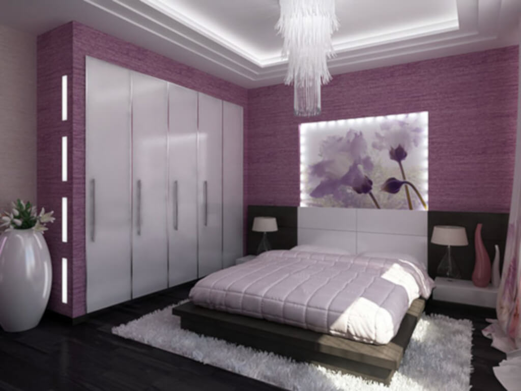 interior kamar dengan pilihan warna ungu