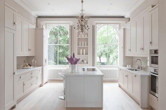 warna cat dapur putih terang - Inspirasi Desain Warna Cat Dapur Terbaik, Menjadikan Dapur Terlihat Lebih Menyenangkan
