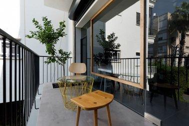 balkon minimalis: tampilan area santai yang segar dan