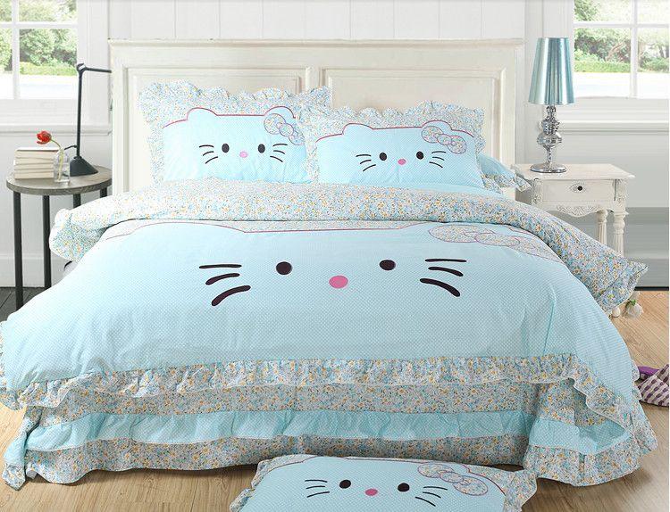 seprai dan bantal di rumah hello kitty