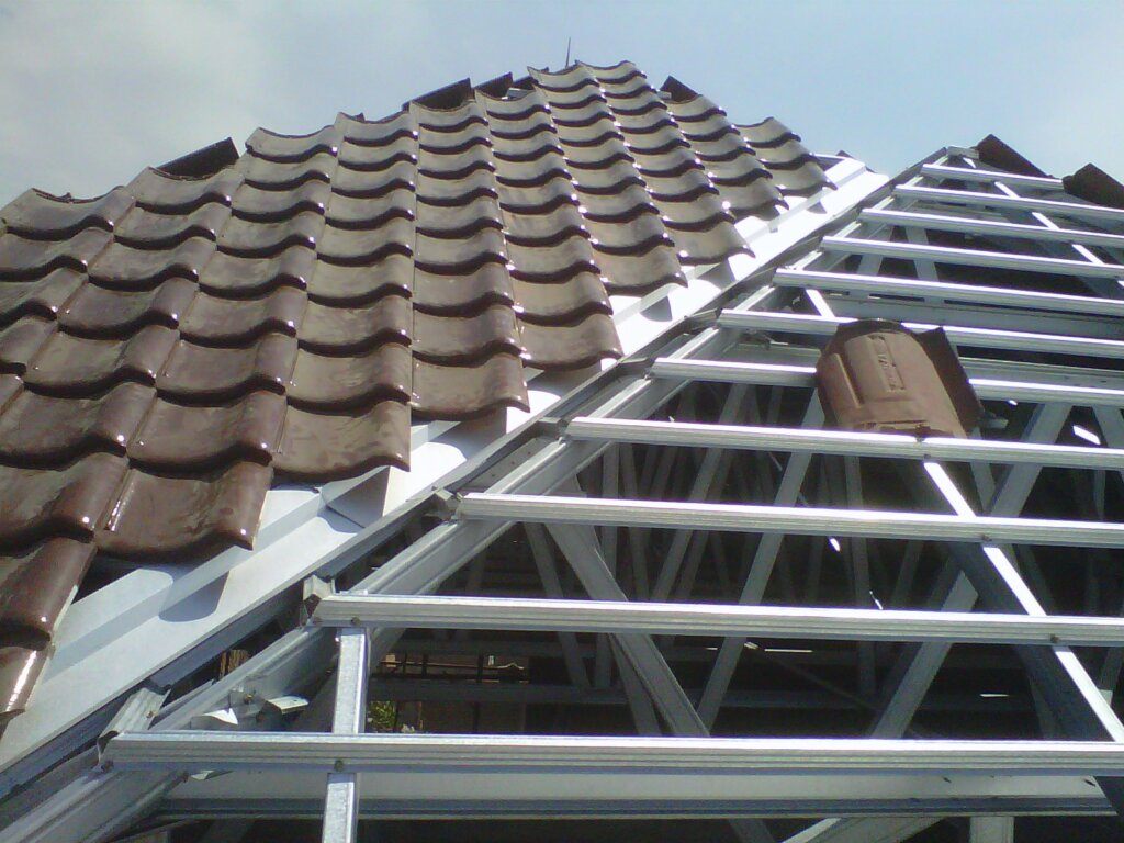 kelebihan atap baja ringan