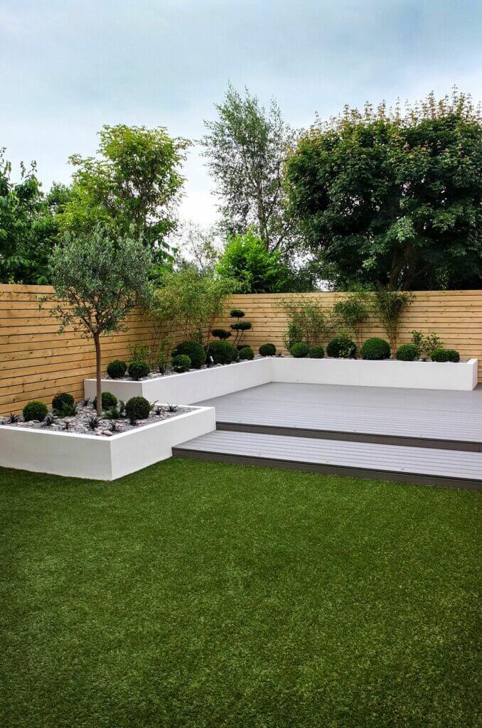 taman minimalis di belakang rumah