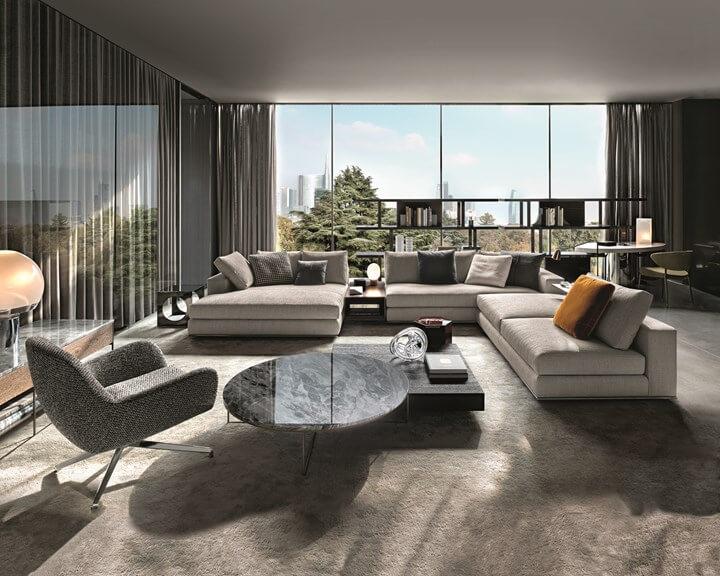 furniture yang tidak terlalu banyak di ruang keluarga