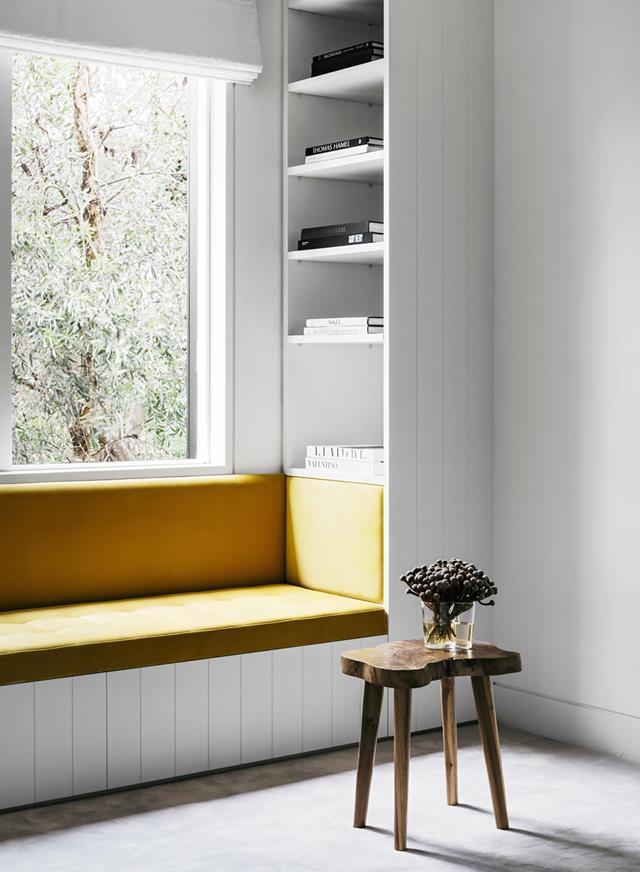 interior ruang baca tulis