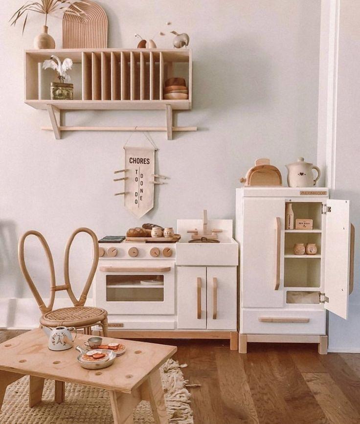 material kayu di ruang montessori