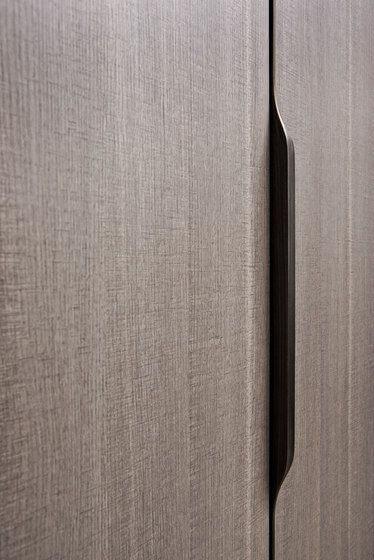 desain pintu minimalis dengan gagang tidak terlihat
