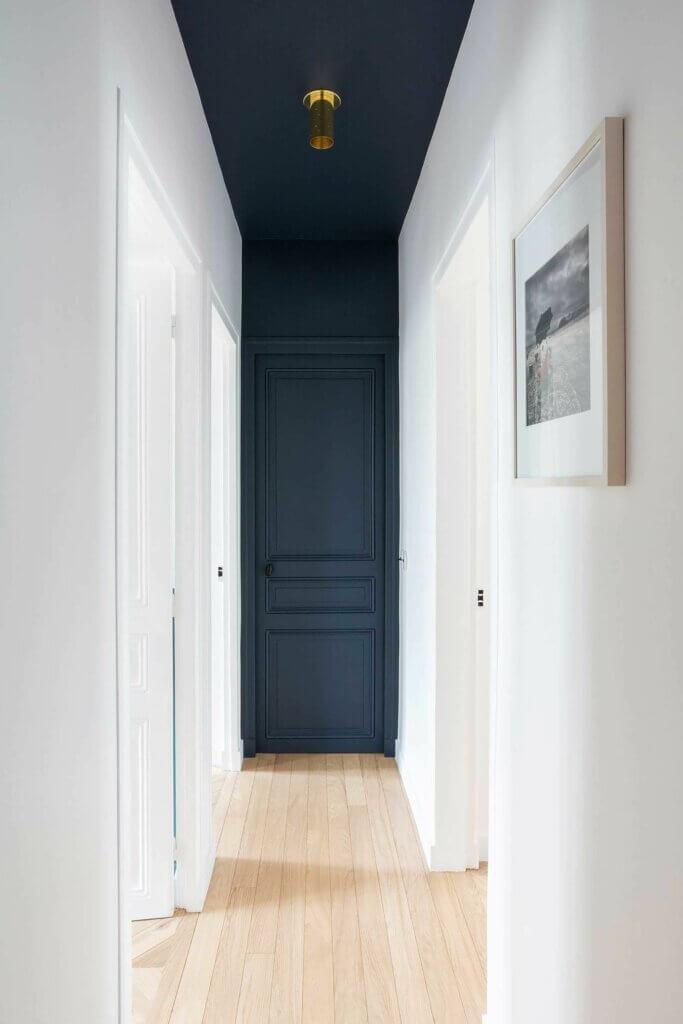 desain pintu minimalis sesuai dengan plafon