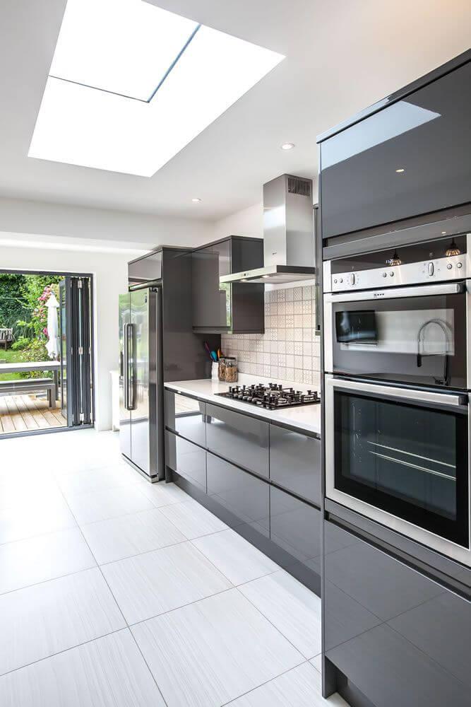 meja dapur minimalis abu-abu glossy