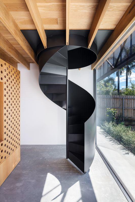 kelebihan tangga putar minimalis