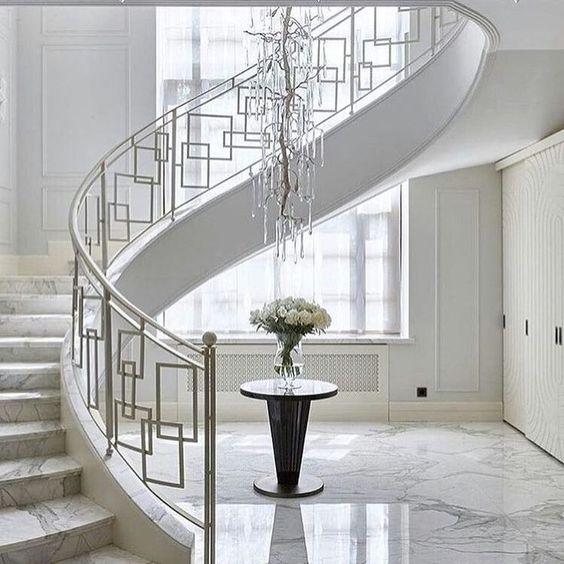 tangga rumah minimalis serba putih