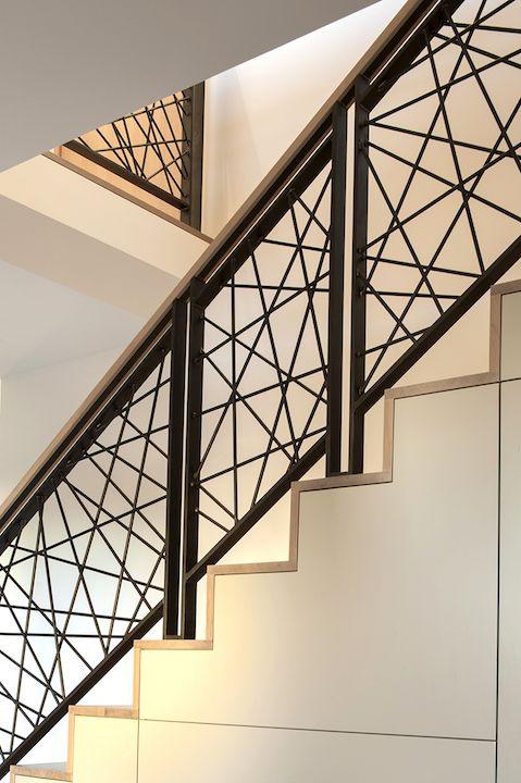 tangga rumah minimalis saling-silang