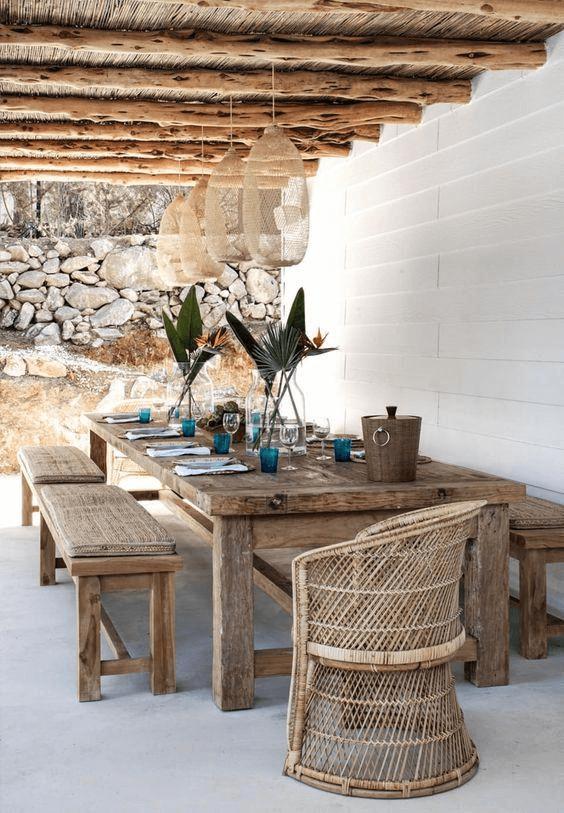 ruang makan terbuka dengan set makan