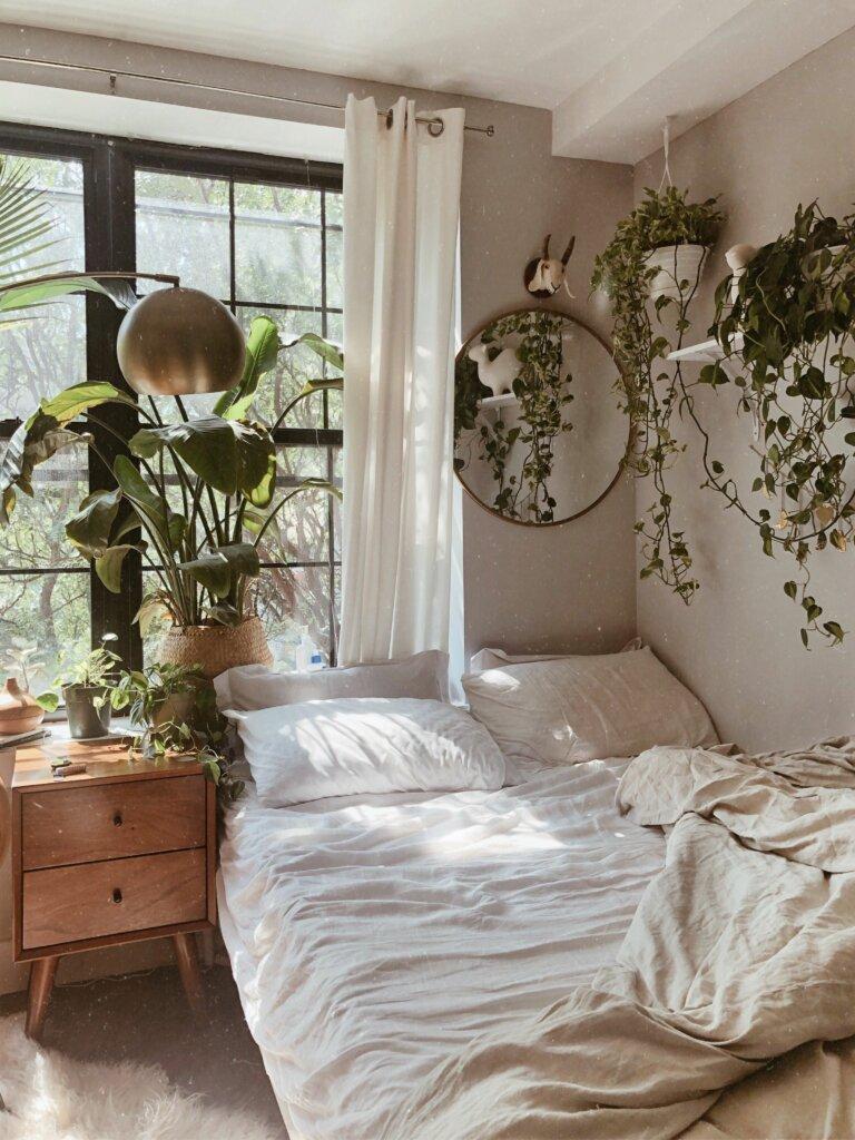 cermin dinding minimalis di kamar tidur