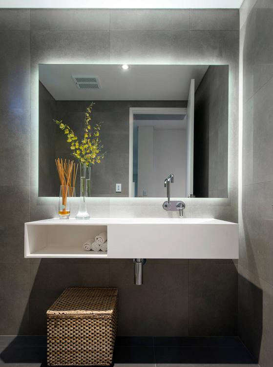 cermin dinding minimalis di kamar mandi