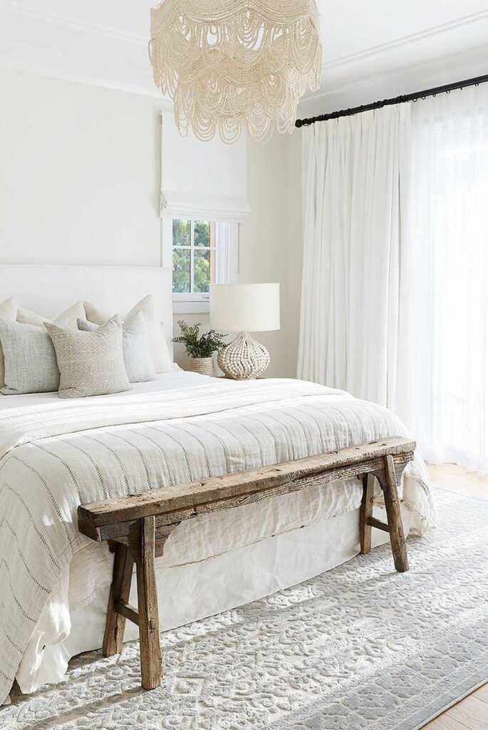 gorden putih jendela kamar
