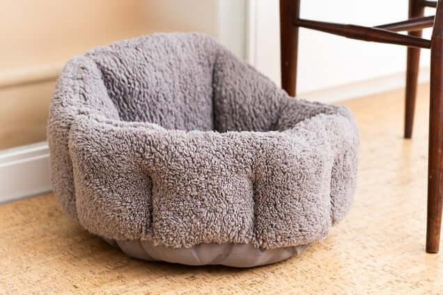 tempat tidur kucing berbentuk bantalan